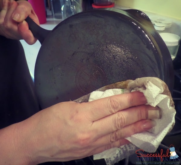 How to Re-season Cast Iron the Easy Way ~ Successful Homemakers