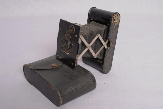 Tour of a 1910 Kitchen Brownie camera