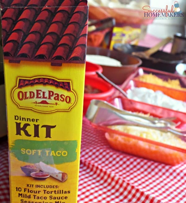 Quick and Easy Taco Bar ~ Successful Homemakers   Entertaining doesn't have to be stressful! Have some friends over and have a taco bar!