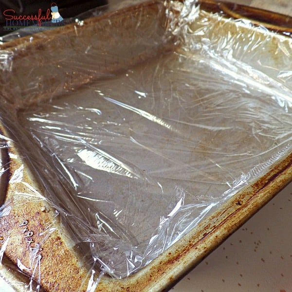 Skinny Chocolate Fudge- THM friendly ~ Successful Homemakers Line the pan with plastic wrap to make removal easy