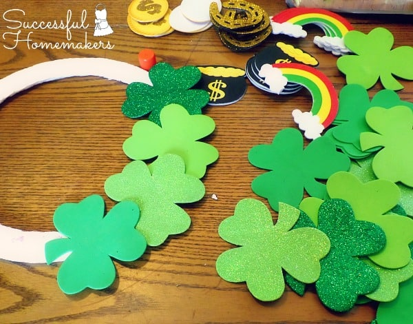 St Patrick's Day party fun! ~ Successful Homemakers A quick wreath decoration