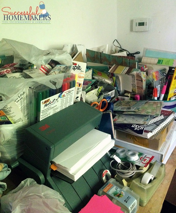 Planner & Craft Room Inspiration Ahead! ~ Successful Homemakers My planner and craft area- what a mess!