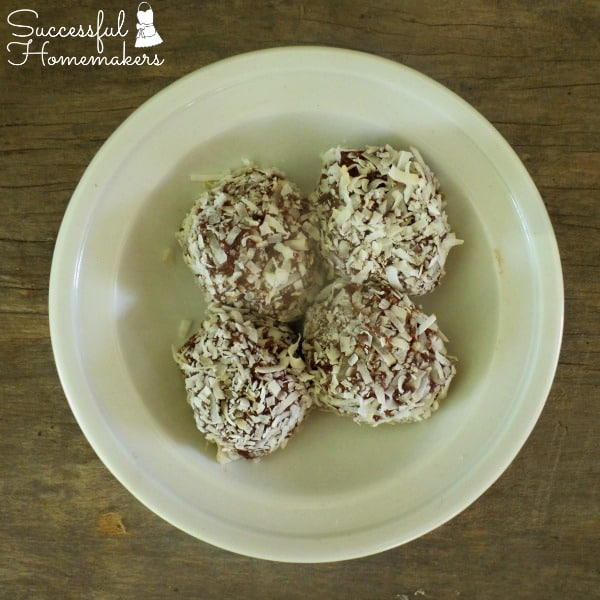 10 Ways to Maximize Your Workout Time ~ Successful Homemakers These double chocolate protein balls will fuel your workouts!