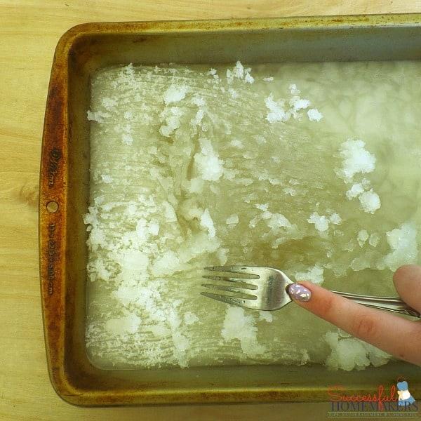 Easy Summertime Entertaining Recipes ~ Successful Homemakers Making lemonade slushies